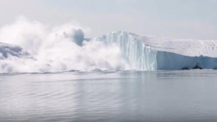 L'enorme iceberg si spacca a metà: le immagini che vi lasceranno senza fiato