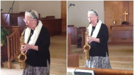 La suora che emoziona tutti con il suo sax: da brividi
