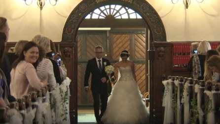 La sposa entra in chiesa ma nessuno si sarebbe aspettato una cosa simile