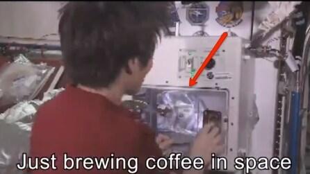 Come si beve il caffè nello spazio? Ce lo insegna Samantha Cristoforetti