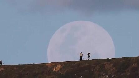 """La Super Luna vista dal punto più """"vicino"""" della Terra: uno spettacolo sconvolgente"""