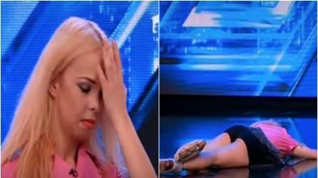 Si dimentica le parole della canzone e sviene sul palco di X-Factor