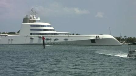 """Una sfida tra titani: lo yacht """"Venus"""" (che fu di Steve Jobs) e """"A"""" lo yacht più costoso al mondo"""
