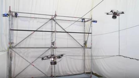 Svizzera, l'incredibile impresa: i droni costruiscono il ponte