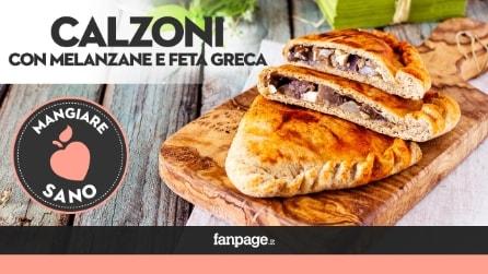 La ricetta dei Calzoni ripieni con melanzane e feta greca, fragranti e golosi