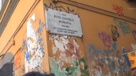 """""""Via Pino Daniele, musicista"""": la città dedica una strada all'artista di Napoli"""