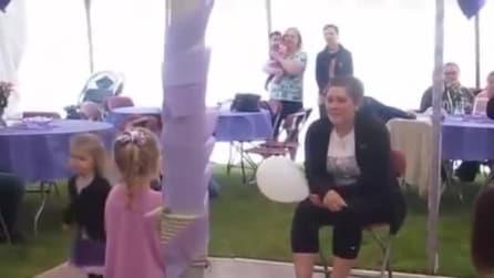 La mamma ha il cancro: la figlia prova a spronarla a modo suo