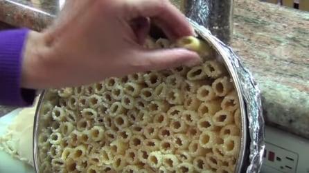 Mai inseriti così i rigatoni in una teglia? Quello che cucina è irresistibile!