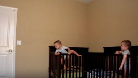 La mamma mette una telecamera nella stanza dei gemelli: quello che scopre è incredibile