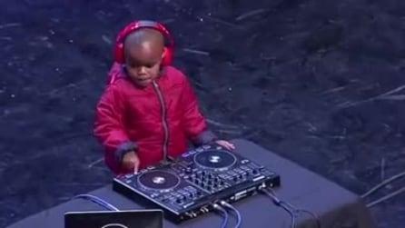 """A soli 3 anni, il baby dj fa impazzire il pubblico di """"Got Talent"""""""