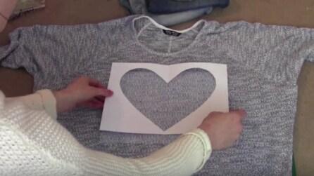 Ritaglia un cuore e lo applica sulla maglia: ecco cosa realizza