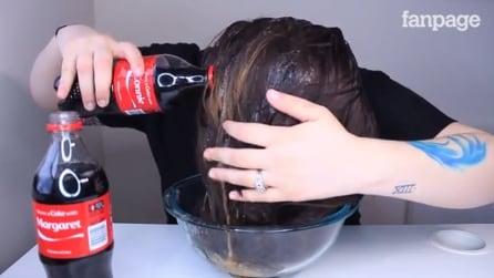 Se lava o cabelo com Coca Cola: o resultado é surpreendente