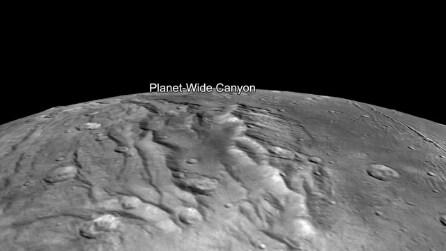 Volando nello spazio: le meravigliose immagini di Caronte, la luna di Plutone