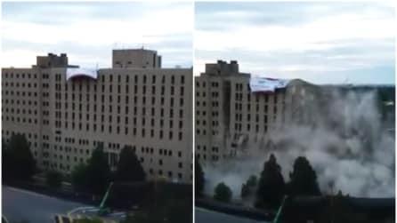 In pochi secondi l'ospedale scompare: ecco l'incredibile demolizione