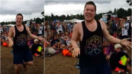 Parte Uptown Funk e lui non si contiene: il suo ballo diventa virale