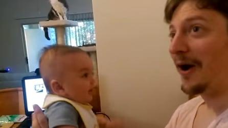"""Ha solo 3 mesi ma dice già """"Ti amo"""" al suo papà"""