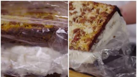 Avvolge la torta nella pellicola: la ricetta super golosa