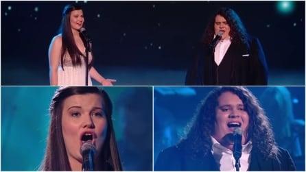 Salgono sul palco e iniziano a cantare: per loro solo applausi