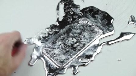 Versa sull'iPhone 6 uno strano liquido color argento: ecco cos'è e cosa provoca