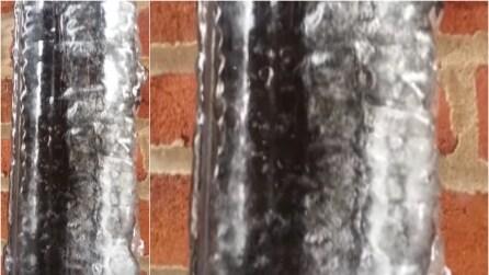 Sembra un effetto speciale ma è tutto vero: il ghiaccio intorno al tubo che si scioglie dopo l'inverno