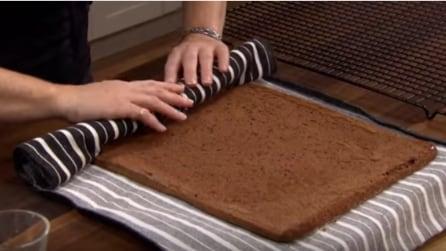 Arrotola la torta in un panno: il trucco per un perfetto dolce
