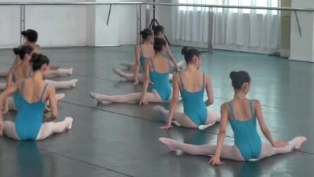 Si portano al centro della sala: appena iniziano a ballare non crederai ai tuoi occhi
