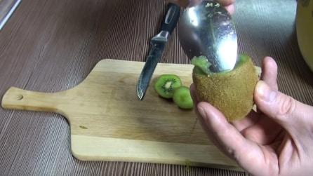 Con un cucchiaio sul kiwi: una trovata geniale