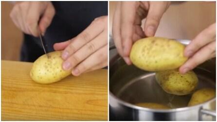 """Fa un taglio sulla buccia della patata, poi la immerge nell'acqua bollente: il """"trucco"""" è infallibile"""