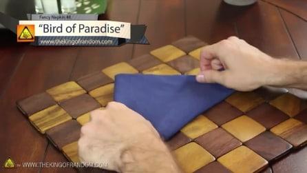 Ecco come piegare un tovagliolo di stoffa per rendere elegante la vostra tavola