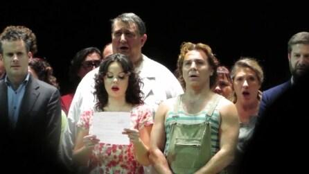 Parigi, l'Opéra canta la Marsigliese dopo il minuto di silenzio per le vittime degli attentati