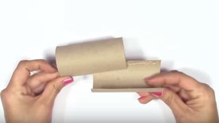 Incastra due rotoli di carta igienica in un modo preciso, guardate cosa realizza