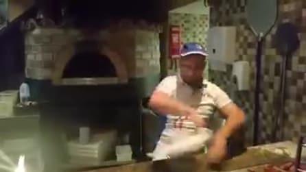 Il pizzaiolo acrobata: non immaginerete mai in quale parte del mondo si trova
