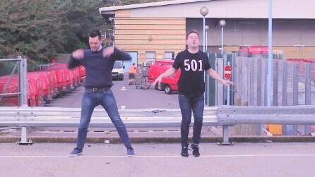 """""""Dancember"""": lo strano ballo di Natale per beneficenza"""