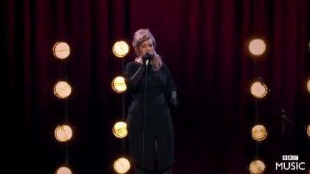 Adele si finge sosia di se stessa al provino: quando inizia a cantare ecco cosa succede