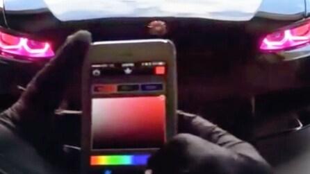Tocca lo smartphone e cambia i colori dei fari: l'applicazione geniale