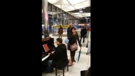 Napoli, alla stazione Garibaldi un'opera lirica: pianoforte e voce magnifici