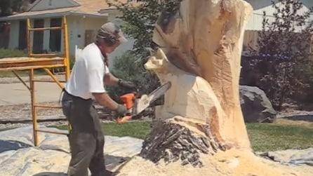 Da un vecchio tronco d'albero realizza un'opera d'arte: non crederai ai tuoi occhi
