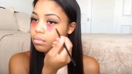 Mette il rossetto rosso sotto gli occhi: il trucco di cui non potrete fare a meno