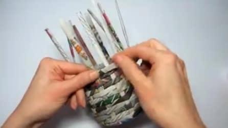 Ecco come fare un cestino con la carta intrecciata riciclata