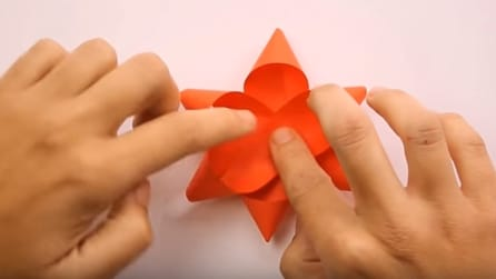 Come fare un fiocco regalo con le strisce di carta