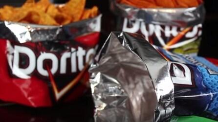 Come fare una confezione regalo originale con un sacchetto di patatine riciclato