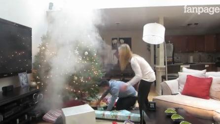 Esce del fumo, ma non sta bruciando l'albero di Natale: il ragazzo scopre subito la verità