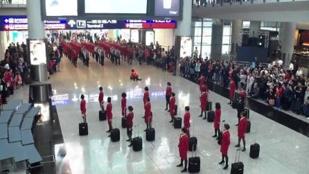 Attira così l'attenzione in aeroporto: quello che succede dopo è spettacolare