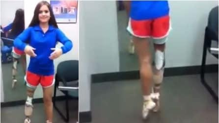 Appena messa la protesi alla gamba la ballerina si alza sulle punte, bellissima