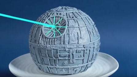 "Come decorare una torta ""Morte Nera"" ispirata alla saga di ""Star Wars"""