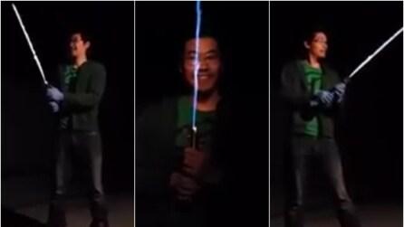 Come creare una spada laser come quella di Star Wars che funziona davvero