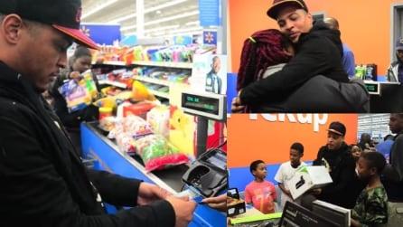 Il rapper americano rende speciale il Natale di decine di ragazzi