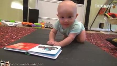 A criança ainda não sabe engatinhar e veja o que o cachorro faz: uma cena muito fofa