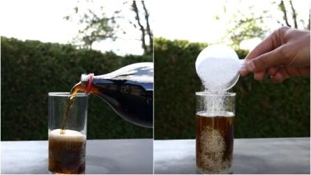 Cosa succede se versi del cloro in polvere nella Coca Cola?