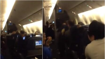 Spaventosa turbolenza di 45 minuti, panico tra i passeggeri del volo Seoul - Dallas
